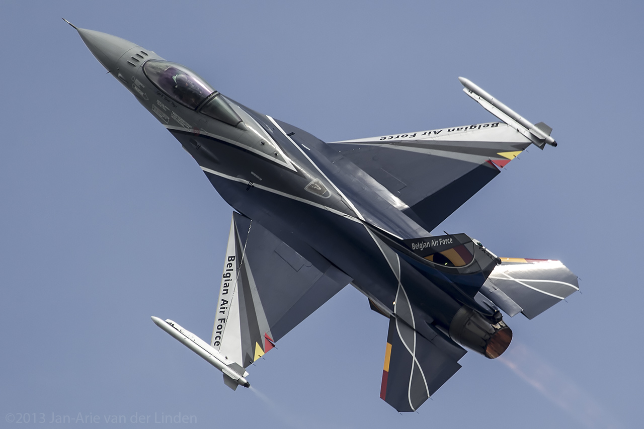 Belgium Airforce F16 Demo Team ©2013 Jan-Arie van der Linden all rights reserved.